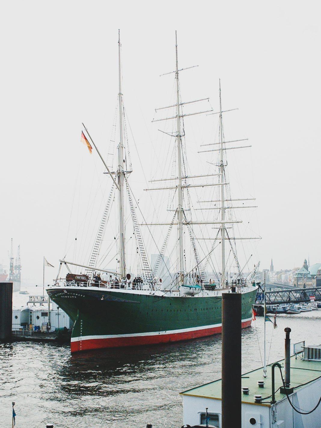 Foto: Die Rickmer Rickmers im Hamburger Hafen