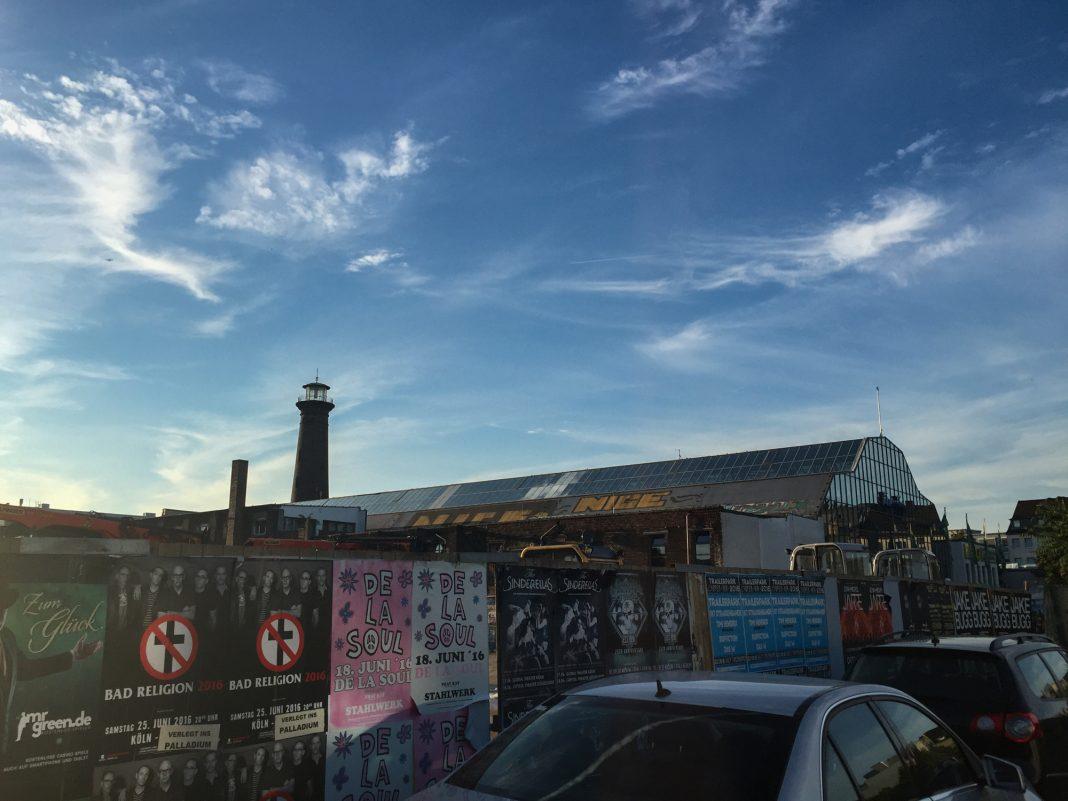 Foto: Heliosturm und Konzertplakate